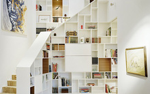 Tận dụng gầm cầu thang vừa lưu trữ vừa trang trí nhà