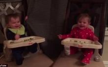 Clip hai bé sinh đôi chơi trốn tìm khiến trái tim các mẹ