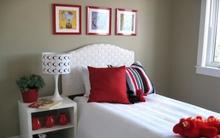 Tạo điểm nhấn cho không gian bằng khung tranh treo tường màu đỏ