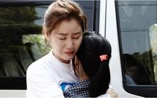 """""""Mẹ Kim Tan"""" và lời hứa 10 năm đầy xúc động với con nuôi người Việt"""