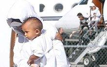 """Vợ chồng Kim """"siêu vòng 3"""" ôm con về nhà ở Los Angeles sau vụ cướp"""