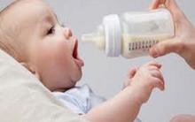 Uống sữa bột bị giảm 5 điểm IQ so với bú mẹ