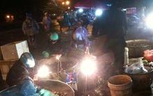 Cuộc sống bầy đàn của những đứa trẻ ở chợ đêm Long Biên