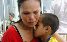 Rớt nước mắt nhìn cậu bé nghèo ung thư giai đoạn cuối chỉ ước một lần được đến trường
