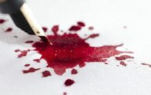 Vì sao người châu Á kiêng viết tên người bằng bút mực đỏ?