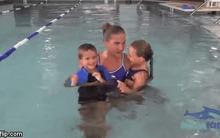 Dạy con biết bơi ngay tại nhà chỉ với 4 bước đơn giản