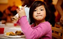 5 lỗi sai cơ bản của cha mẹ Việt khi cho con ăn khiến trẻ mắc bệnh