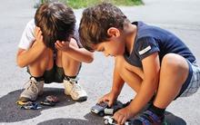 Bố mẹ ép con nói 2 từ này, hại nhiều hơn lợi