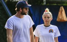 Miley Cyrus đi ăn cùng bố mẹ bạn trai giữa tin đồn muốn sớm kết hôn