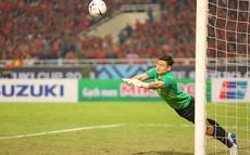 Việt Nam vô địch AFF Cup 2018: Người gác đền Văn Lâm được gọi tên vì giữ sạch mảnh lưới xuất thần