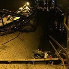 TP.HCM: Sập cầu trong đêm, nhiều xe máy và người rớt xuống sông