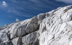 15 công trình kiến trúc nhà ở đáng kinh ngạc nằm cheo leo trên vách núi, số 14 thách thức những người sợ độ cao