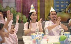 Lâm Vỹ Dạ cùng gia đình tươi tắn đi dự sinh nhật