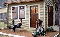 Nhìn vào ngôi nhà nhỏ hạnh phúc của gia đình 3 người để thấy: đôi khi ở nhà rộng chưa chắc đã vui bằng