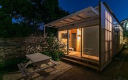 """Ngôi nhà """"hot rần rần"""" vì diện tích cực nhỏ và tiết kiệm chi phí nhờ làm từ chất liệu gỗ và Polycarbonate"""