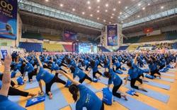 500 mẹ bầu tập yoga lập kỷ lục Việt Nam