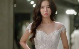 Được người yêu cũ mời đến đám cưới, cô gái bỏ thứ này vào phong bì rồi chọn chiếc đầm đẹp nhất...