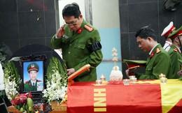 Đồng đội, người thân nghẹn lòng trong giờ phút tiễn biệt Thượng sĩ Chử Văn Khánh - chiến sĩ cứu hỏa hi sinh khi làm nhiệm vụ