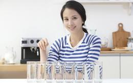 Uống 8 ly nước mỗi ngày - chuyện xưa rồi, hãy xem các chuyên gia đã cảnh báo gì về điều này!
