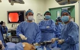 Bác sĩ Việt dùng robot mổ dạ dày cứu 2 bệnh nhân Philippines nặng hơn 130kg