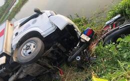Cà Mau: Xe tải chở tôm giống tông 4 người văng xuống sông nguy kịch