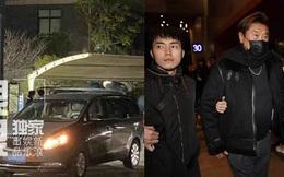 Thi thể Cao Dĩ Tường rời khỏi nhà tang lễ trong đêm, cha nam diễn viên tiều tụy thất thần