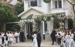 Người hâm mộ diện áo dài trắng, vui vẻ cùng nhau tiễn Đông Nhi về nhà chồng