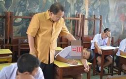 Bắt tại trận học sinh ngủ gật, thầy giáo tỉnh bơ làm 1 việc khiến ai nấy không nhịn được cười