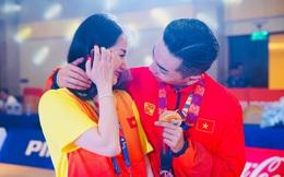 Xúc động hình ảnh Khánh Thi oà khóc trong vòng tay chồng khi Phan Hiển đoạt HCV Seagames