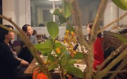 Lộ clip Song Hye Kyo ngồi xoa bóp, nắn chân cho người này