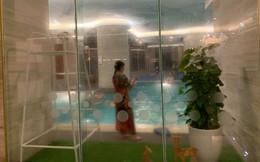 Hà Nội: Bà gửi cháu ở bể bơi để ra ngoài, bé gái khoảng 4 tuổi rớt xuống nước phải nhập viện cấp cứu