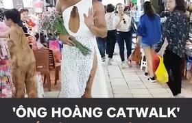 """Ngay khi vừa đến TP.HCM, anh nhanh chóng thay trang phục và thể hiện catwalk """"xuất thần"""" tại chợ Bến Thành. ??"""