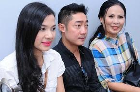 Việt Trinh dịu dàng, trẻ trung đi làm từ thiện