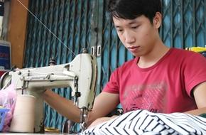 Khởi nghiệp với 2,5 triệu đồng, chàng thợ sửa quần áo thành trụ cột gia đình
