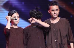 Quang Anh khóc không ngừng trên sân khấu Cặp đôi hoàn hảo
