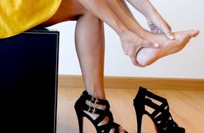Làm điều này khi đi giày cao gót, người phụ nữ đã phải cắt cụt một chân