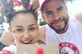 """Miley Cyrus khoe quà Giáng Sinh """"độc"""" của bạn trai Liam Hemsworth"""