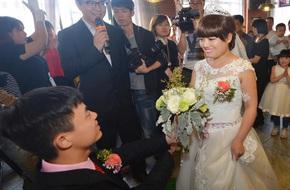 Yêu nhau 10 năm, chàng trai quyết định đám cưới sau khi biết bạn gái mắc bệnh ung thư