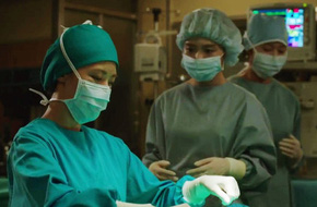 Ha Ji Won gây choáng với ca phẫu thuật