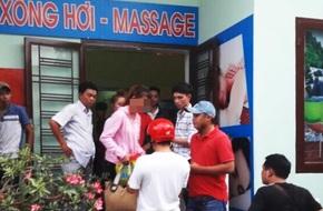 """Bình Dương: Đi xin việc, hai cô gái bị lừa vào """"động"""" massage trá hình"""