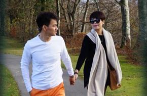 Vợ Xuân Bắc khoe ảnh nắm tay chồng hạnh phúc sau khi xóa status