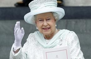 Nữ hoàng Anh: Trang phục thì thay đổi như