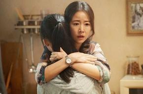 Lâm Tâm Như gào khóc thảm thương, hoảng loạn ôm chặt con gái nhỏ