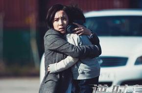 Dương Mịch bê bết vết thương, ôm con trai nhỏ bỏ chạy trong hoảng sợ