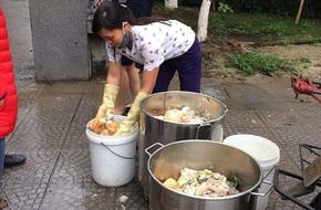 Trường Đoàn Thị Điểm Ecopark bị khiếu nại cho học sinh ăn mất vệ sinh: Vẫn nhập thực phẩm từ nhà cung cấp nhỏ, lẻ?