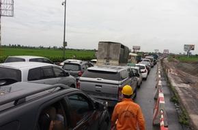 Xe khách lao đầu vào xe tải, hành khách hoảng loạn, cao tốc Pháp Vân-Cầu Giẽ tắc nghẽn kéo dài hàng km