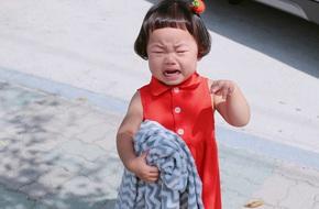 Tại sao cha mẹ Việt sợ con khóc đến vậy?