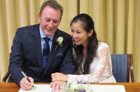Cô dâu Việt kể chuyện được chồng Anh cầu hôn ở tuổi 37 ngay khi anh vừa rời