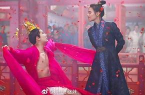 Nhức mắt với cảnh mỹ nam Hoa ngữ tô son, kẻ mày, cởi áo nhảy múa dưới hoa