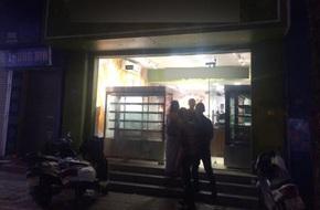 Hà Nội: Nữ nhân viên tiệm bánh ngọt bất ngờ ngã gục xuống đất rồi tử vong khi chuẩn bị ra về